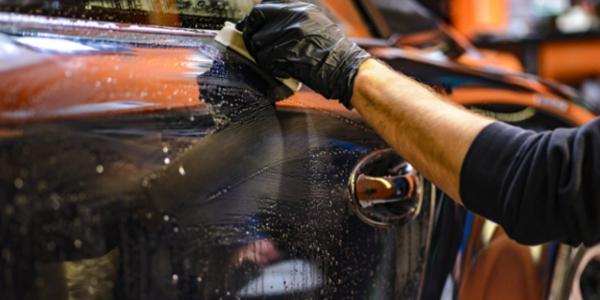 洗車は主に窓とタイヤを光らせる