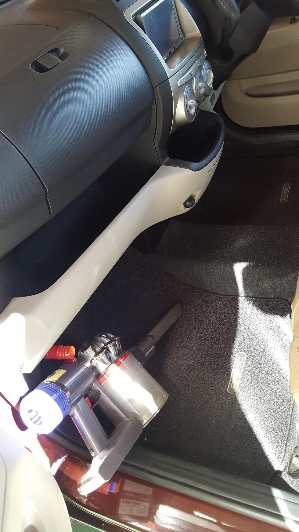 車内 ハンディ掃除機