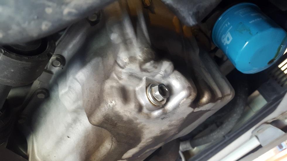 ムーブコンテ エンジン ドレンボルトの修理